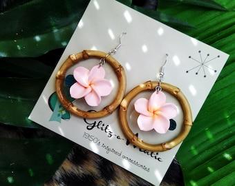 1950s style tiki bamboo hoop earrings peach flower Glitz-O-Matic Glitzomatic