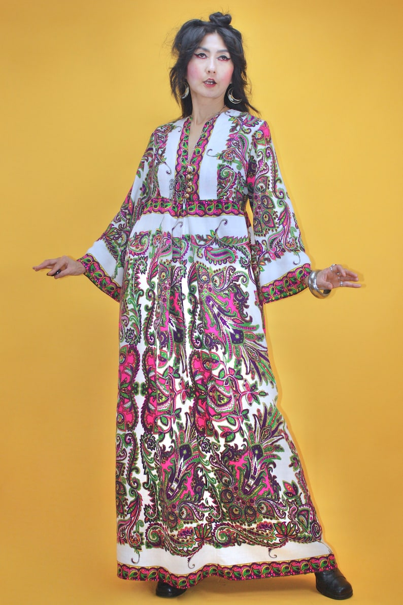 Vintage 60s 1960s MOD Groovy Paisley print Bell sleeve Caftan DressSZ M70s 1970s Peacock Feather Abstract Psychedelic Kaftan Dress Hippie