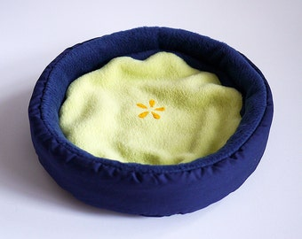 """cosy cuddle cup / bed """"blueberry"""" for guinea pigs or hedgehogs"""