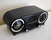 Owl Eyes Black and Silver Vintage 1953 Zenith 5L03 AM Tube Clock Radio Mid Century Charmer