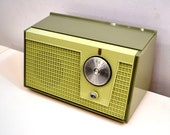 Olive Green 1955 Zenith Model F510 AM Vacuum Tube Radio Excellent Condition