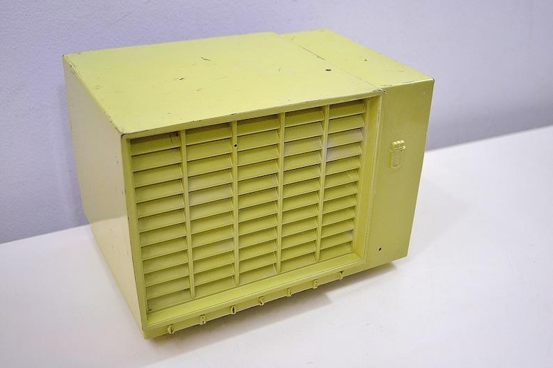 Chartreuse Green Bakelite Mid Century 1953 Crosley Model F-5CE AM Vacuum Tube Radio Solid Receiver!