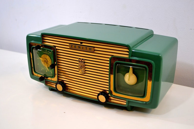 Jade Green and Gold 1953 Zenith Model L622F AM Vintage Tube Radio Gorgeous  Looking and Sounding!