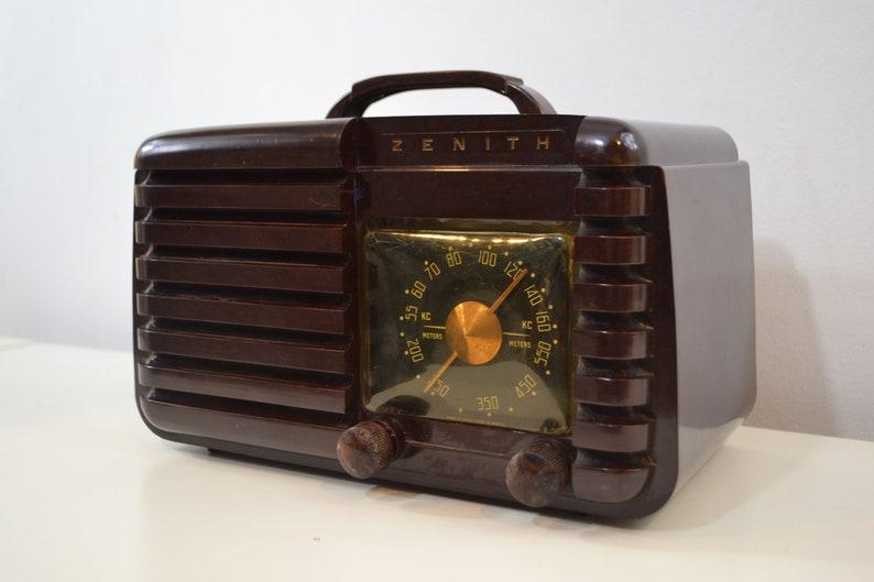 Mahogany Marbled Brown Bakelite 1951 Zenith Model H724Z2 AM Tube Radio  Great Player!