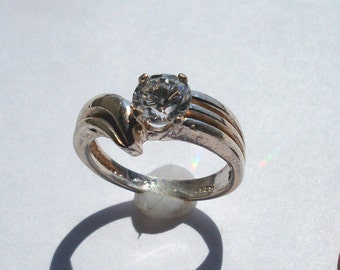Vintage 6mm Round CZ Sterling Silver Ring size 6.75 (-)