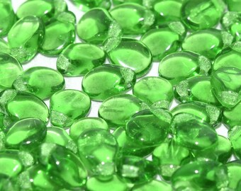 Preciosa Pip™ KELLEY GREEN TRANSLUCENT pip beads, 5x7mm, 50 beads, clear hanging tube