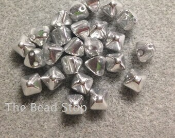 SILVER LABRADOR  Full, 2-hole mini PYRAMID Stud shaped Czech bead, 6x6mm 25 beads, 2.5 inch clear tube