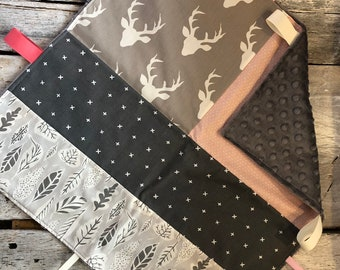 Ribbons blanket, deers heads, black and black/red checkers