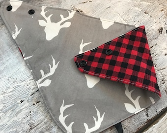 reversible and waterproof bandana bib, deers on grey, red and black checkers