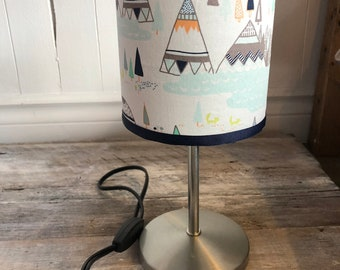 "Small pattern TEEPEE height 12 ""diameter 5"" desk lamp. Lampshade fabric that provides a diffuse and decorative lighting"