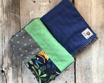 Baby crib blanket ,navy with jungle animals