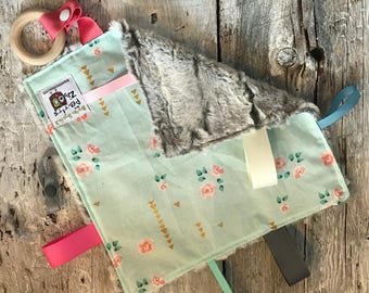 Baby Little toy blanket, vintage flowers,  blankie. ribbons blanket. Fake fur on the back side
