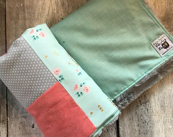 Baby crib blanket, quilt style , vintages flowers, turquoise, coral and light grey fabrics, back side minky or faux fur
