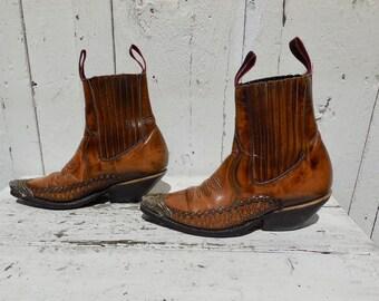 Vintage Tip Toe Boot Straps Gold Tone Chain Fleur De Lis  Center NOC