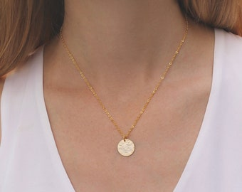 2d39d8c6412 Hammered Gold Disc Necklace // Circle Necklace // Dainty Minimal Necklace  // Layering Necklace // Geometric Necklace // Everyday // Gift