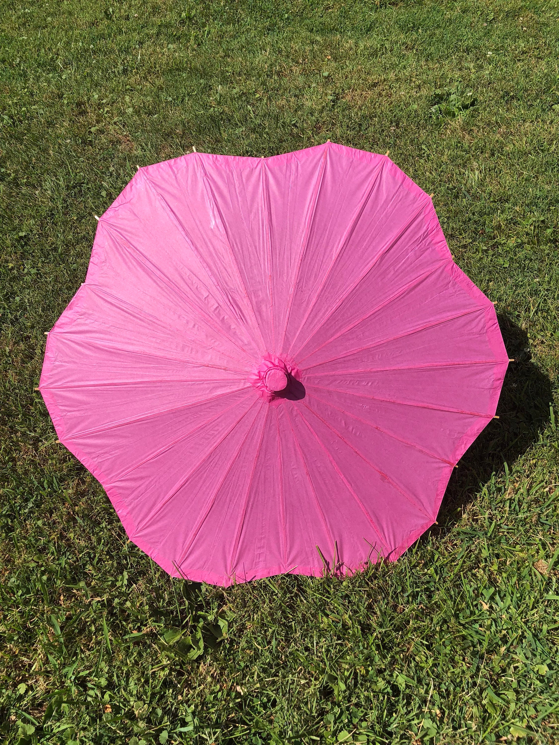 Fuchsia Scallop Paper Parasol for Wedding Pictures Wedding