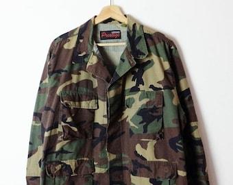 1361e20651cb9 ON SALE Vintage US Military /Army Camo/Camouflage Shirt /Field Jacket