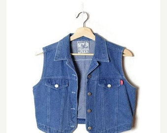 ON SALE Vintage Blue Denim Sleeveless Blouse/Vest  from 90's*