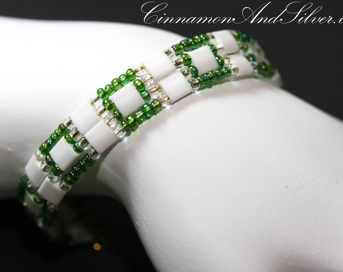 Green and White Boho Seed Bead Adjustable Memory Wire Cuff Bracelet, Green Memory Wire Bracelet, Green and White Seed Bead Cuff Bracelet