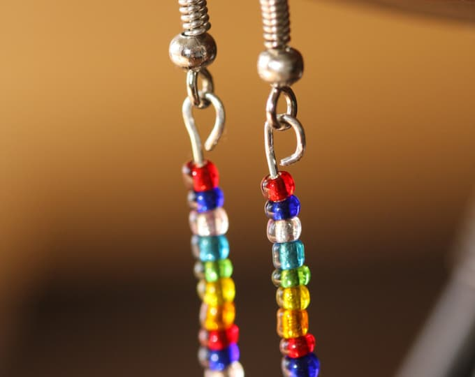Vintage 70s Rainbow Stick Seed Bead Dangle Earrings, Tiny Multicolored Seed Bead Dangle Earrings, Jewel Tone Seed Bead Stick Earrings
