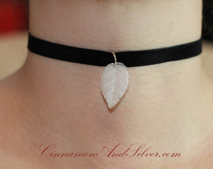 Black Velvet Ribbon with White Lucite Leaf Pendant Choker Necklace, Elegant Black and White Leaf Ribbon Choker Necklace