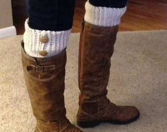 Boot cuffs crochet in cream ribbed with buttons