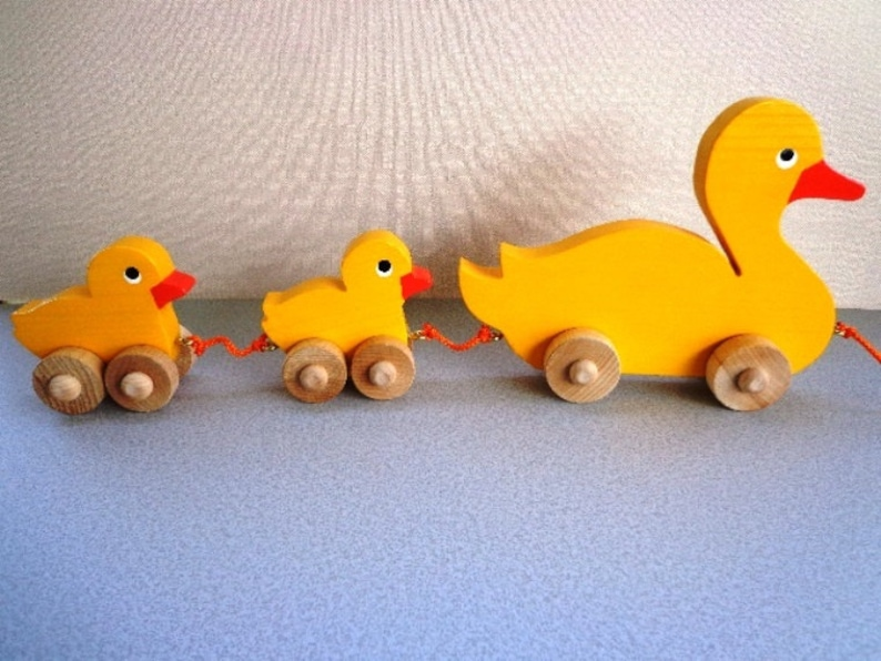 Hand Painted Classic Eco Friendly Kids Toy Wooden Toy Mama Duck /& Babies Easter Toy Gift Kids Great Toddler/'s First Toy Pull Toy