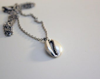 Boho Cowrie Shell Necklace, Dainty Stainless Steel necklace, Seashell Necklace, Beach Jewelry, Handmade Gift