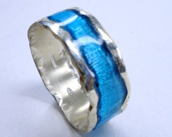 Silver ring, with melted border, and transparent enamel. - with personalized text. Statement ring