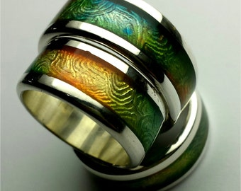 Silver ring engraved and handpainted with personalized text inside: multicolor.