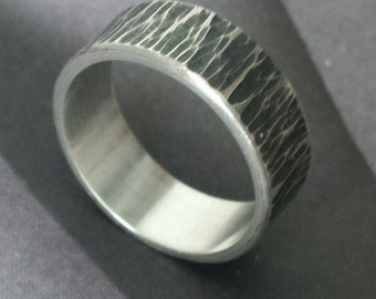 Silver ring with engraved wood texture