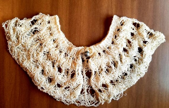 Vintage Womens Hand Crochet Silky Lace Collar/Vint