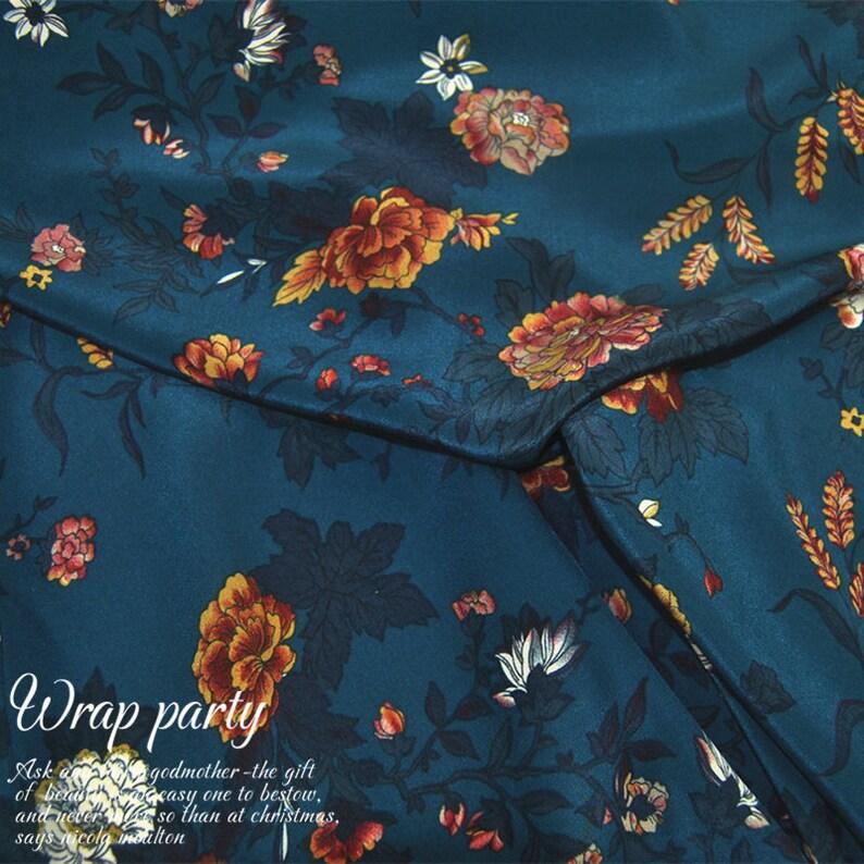 1505efbd3a99 Blumen Laub Bedruckt Marineblau 100% Reine Seide Krepp Stoff