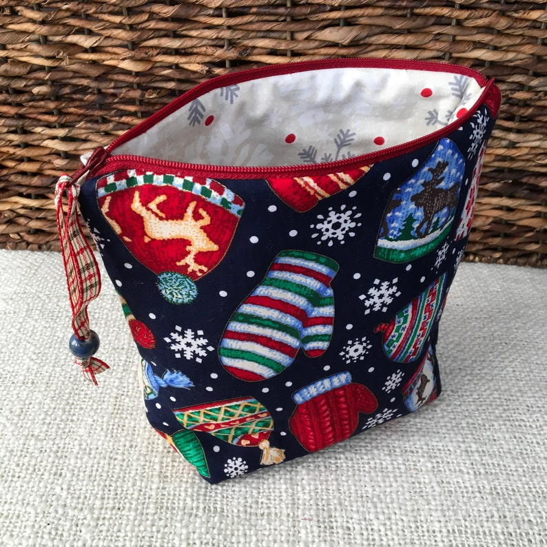 Zipper project bag for mittens and hats