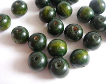 20  Wooden beads -Green