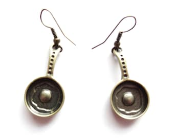 Vintage Egg in a Frying Pan Earrings - Steampunk Bronze Kitsch Antique Cook Chef