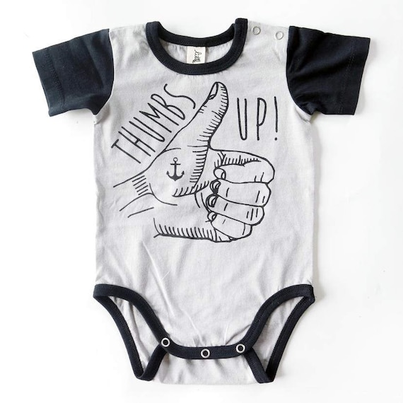 Thumbs Up Tatouage A La Main Bebe Courte Manches Baby Grow Unisexe