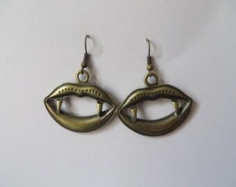 Vintage Vampire Lips Earrings - Steampunk Bronze Fangs Antique Retro Horror Show Prom Geek Chic Present Birthday Wedding Bride Hare