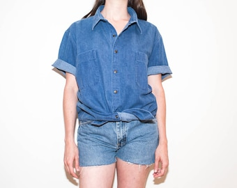 80s medium wash denim button-up / unisex chambray short sleeve shirt / size L / XL