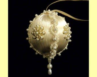 Birthstone Ornament: June (Pearl)