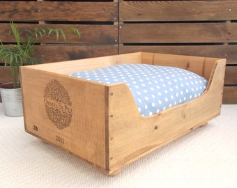 Cat bed | Wooden wine crate  | Ormes de Pez | cat present | pet bed | wooden bed | wine boxes | French style | cat basket | polka dot