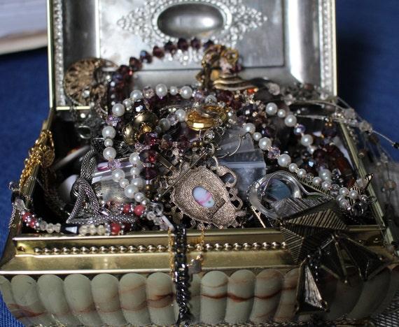 BEAUTIFUL Vintage Jewelery  Holder