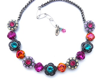 STATEMENT NECKLACE WITH CYCLAMEN PINK LUCITE CERAMIC /& IRIDESCENT CRYSTAL BEADS