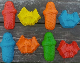 Bat and Mummy Halloween Crayons set of 10 - Halloween Crayons - Halloween Crayon - Halloween Party Favors - Halloween Party - Bat - Mummy