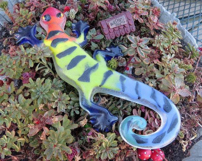 This awesome Gecko will look great on your wall or a fence.  Hang them anywhere