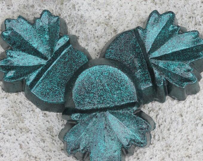 Dark Green leaf sparkle planter feet,  patio decor, Yard art