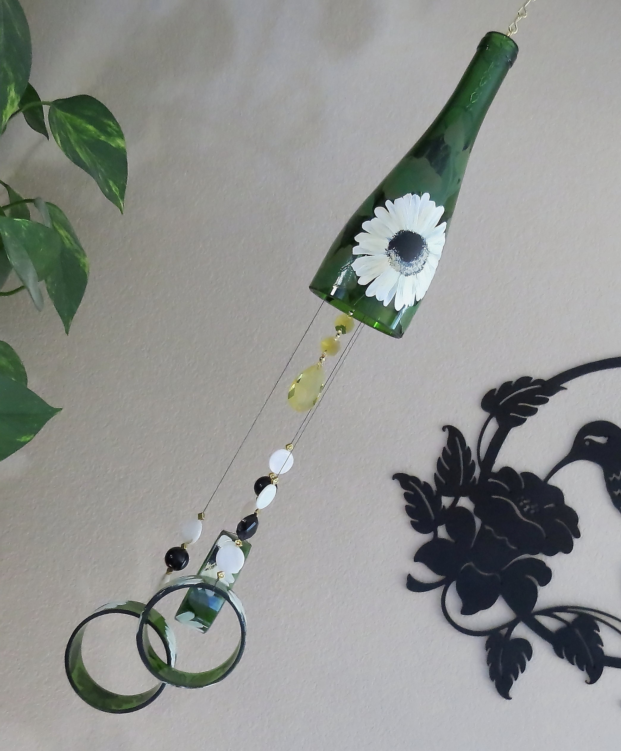 Merveilleux Wine Bottle Windchime, Green Glass Wind Chime, Colorful Daisies, Yard Art,  Patio Decor, Recycled Bottle Wind Chime, Hand Painted Windchime