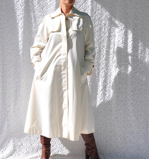 Vintage White Trench Coat    1970s Jacket Long Ra… - image 8