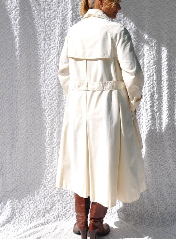 Vintage White Trench Coat    1970s Jacket Long Ra… - image 7