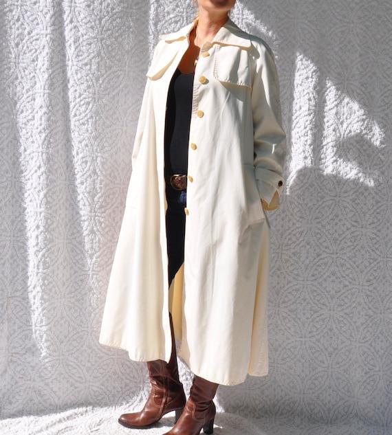 Vintage White Trench Coat    1970s Jacket Long Ra… - image 9